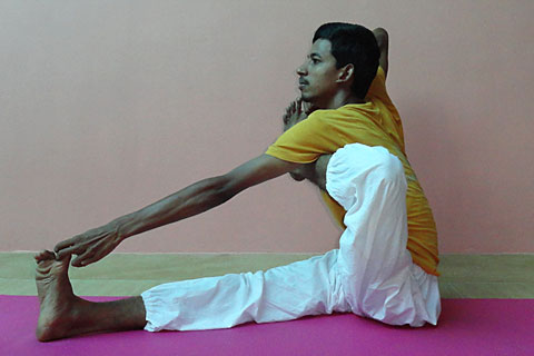Yoga Teacher Training India, Yoga Master Ram Doss, School of Santhi Yoga School in India. Yoga posture Akarna Dhanurasana.
